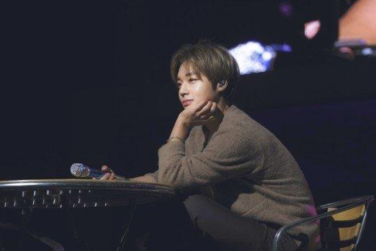 「朴志训」开个人见面会 「Wanna One」团员义气相挺:心永远在一起!插图5