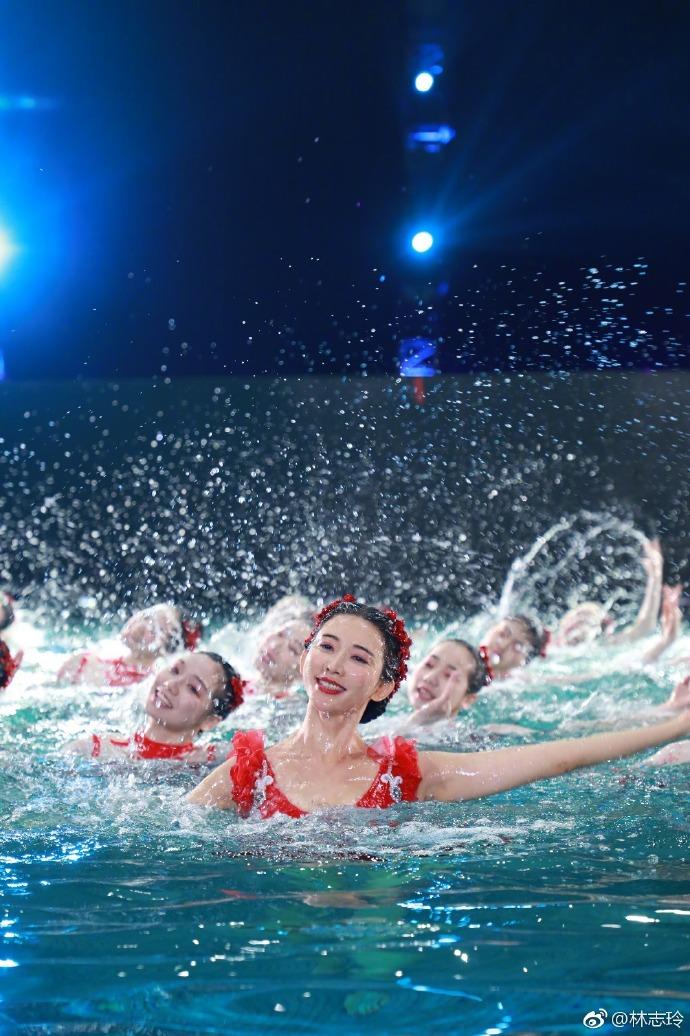 春晚绝美水上芭蕾爆假?「林志玲」遭替身酸「最后一天才排练」  工作人员揭真相!插图7