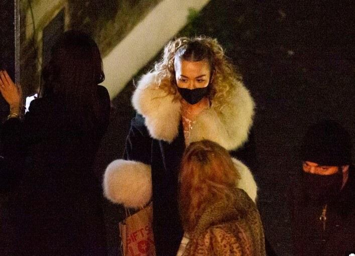 违令!Rita Ora无视疫情「开多人趴」 要餐厅「删CCTV」网怒:差劲插图3
