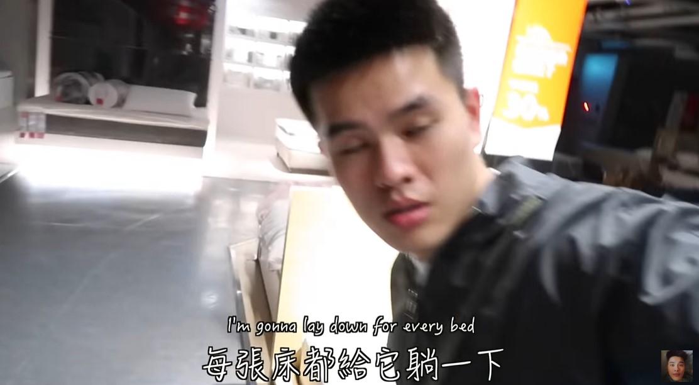 星二代鲜肉夜闯IKEA!全裸洗澡躺床「DIY」爽过夜插图6