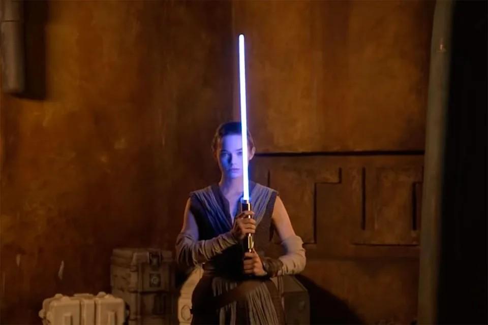 星战迷暴动!迪士尼释出「无实体光剑」操作影片,宛如电影般的刀光剑影真的实现了!插图1