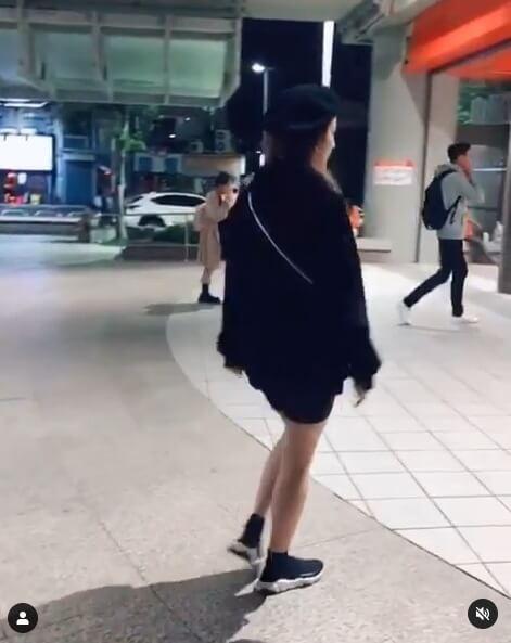 周晓涵捷运站出口「挑战LISA螃蟹舞」!耻度大开:随便来一下 - 宅男圈