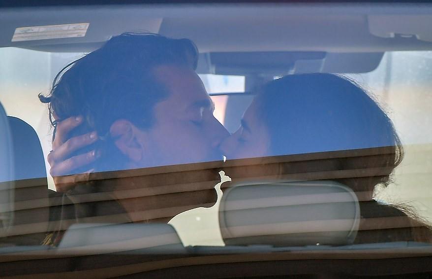 得病没在怕?《变形》男主角机场冻未条 交叠蠕动激吻新女友 - 宅男圈