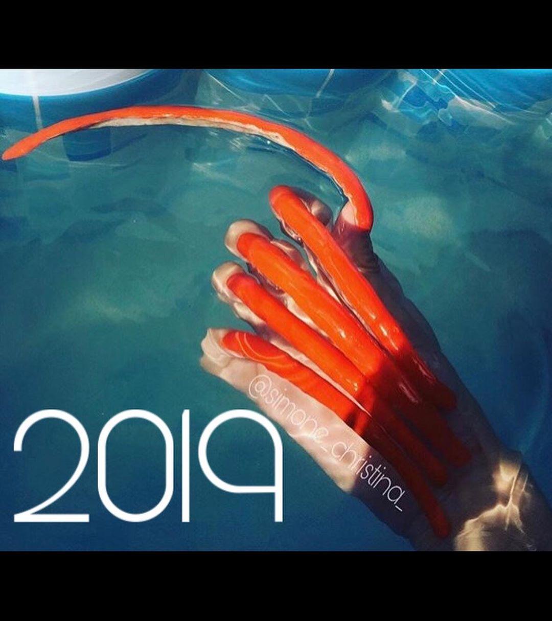 六年都没剪过!18岁网红「指甲超过15公分」 网吓歪:超像巫婆