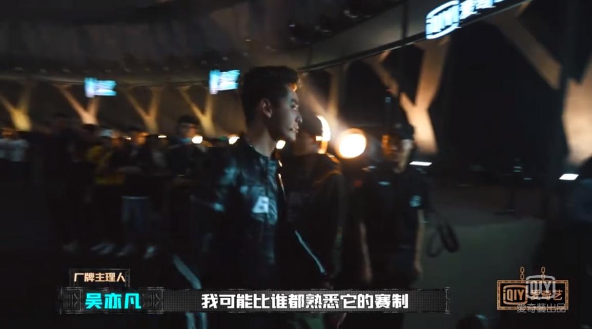 《新说唱》吴亦凡断层惨输!被迫淘汰「台上失控摔麦」:我走!