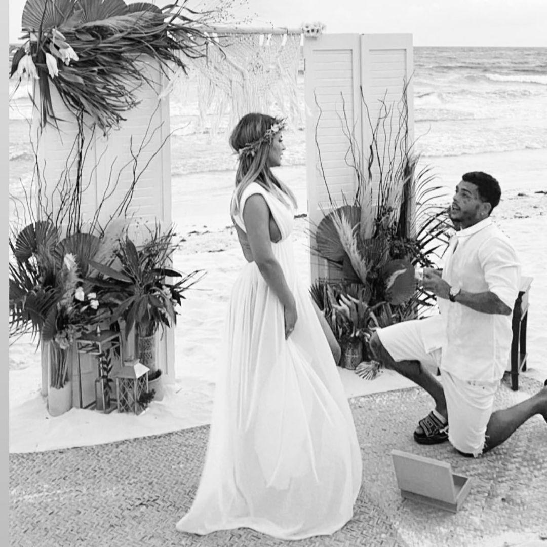 才刚新婚!巴西歌手「约妹多人连结」 怕被抓包爬阳台失足插图5