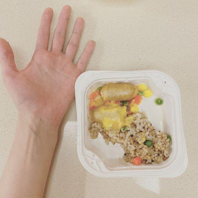 碗里全是三色豆!泫雅公开一餐分量:比手掌还小
