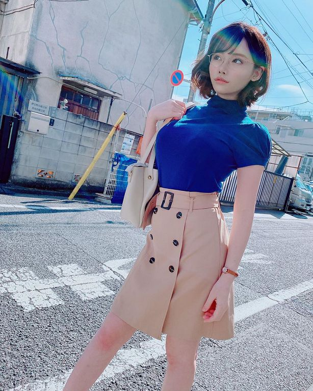 深田咏美生日「放送福利」!「衣服不穿好」甜笑宣告:我22岁了