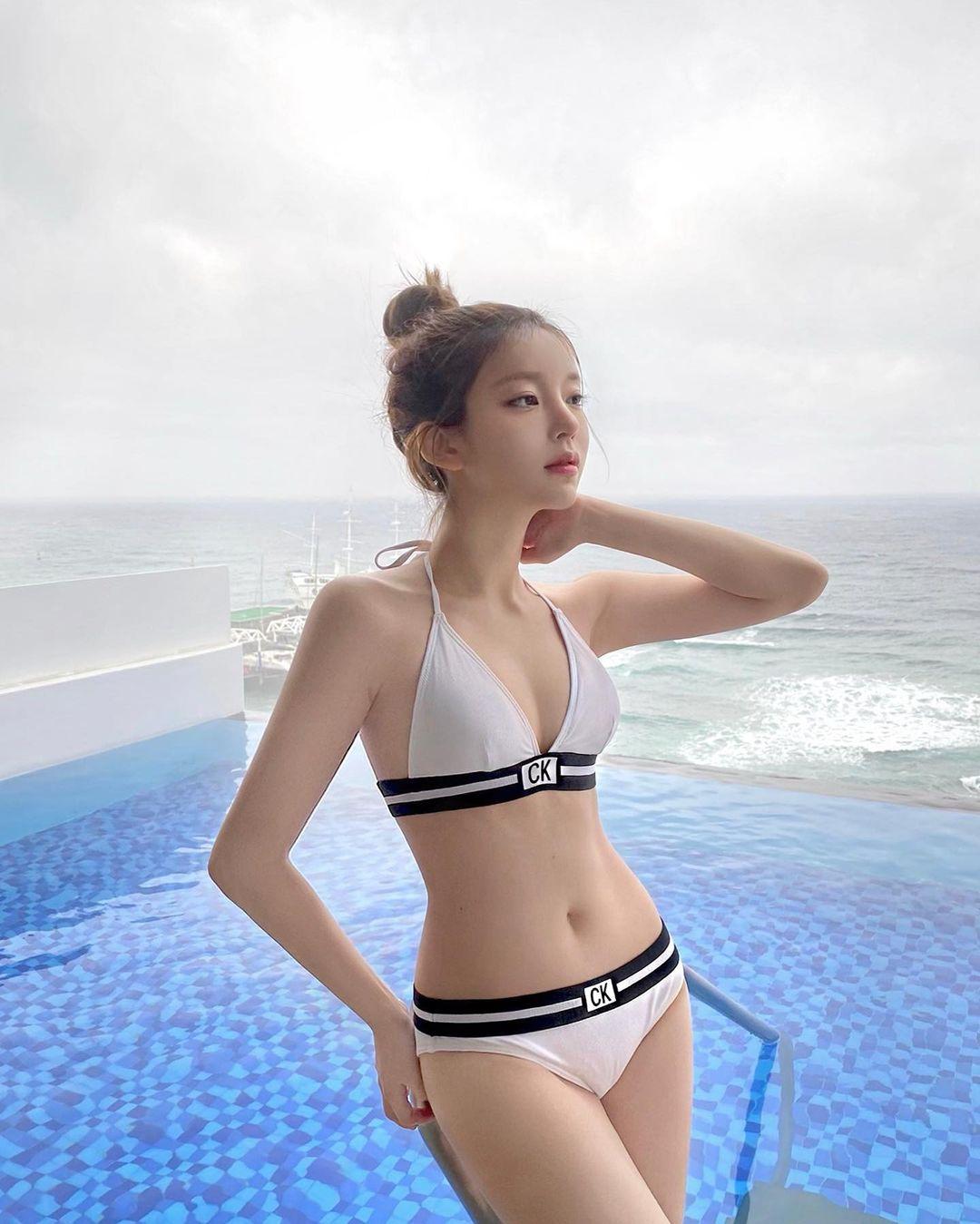 女团成员变闆娘!IG吸粉174万「韩国微笑女神」卖自家设计泳衣 - 宅男圈