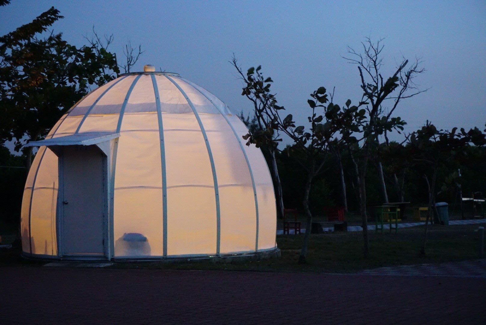 不用踏出屋外就能看见满天星星!3 大超梦幻「星空露营区」推荐 网友:「我不想回家了」 - 宅男圈