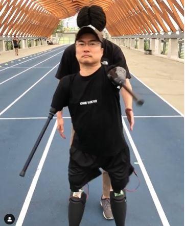 站起来了!乙武洋匡狠甩「狂劈50人」风波 「走路不用扶」影片曝光 - 宅男圈