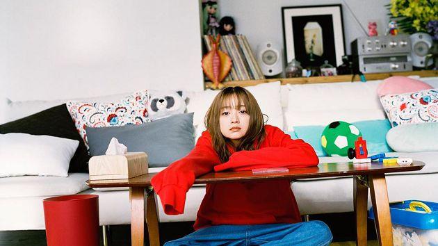 妈妈51岁下海!日本「童颜女神」暗恋对象变继父:钱都被妈妈拿走