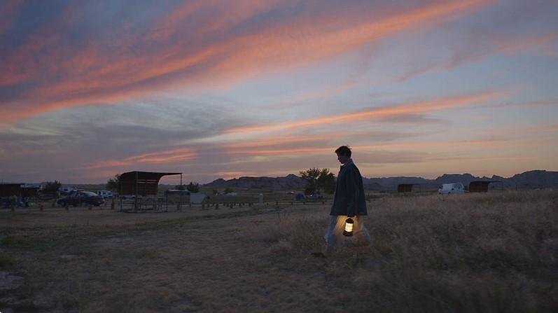 赵婷《游牧人生》创下纪录!史上首位获得「金球奖」最佳导演奖的华裔女性 - 宅男圈